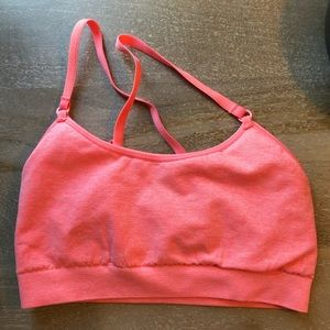 Sports bra with adjustable straps